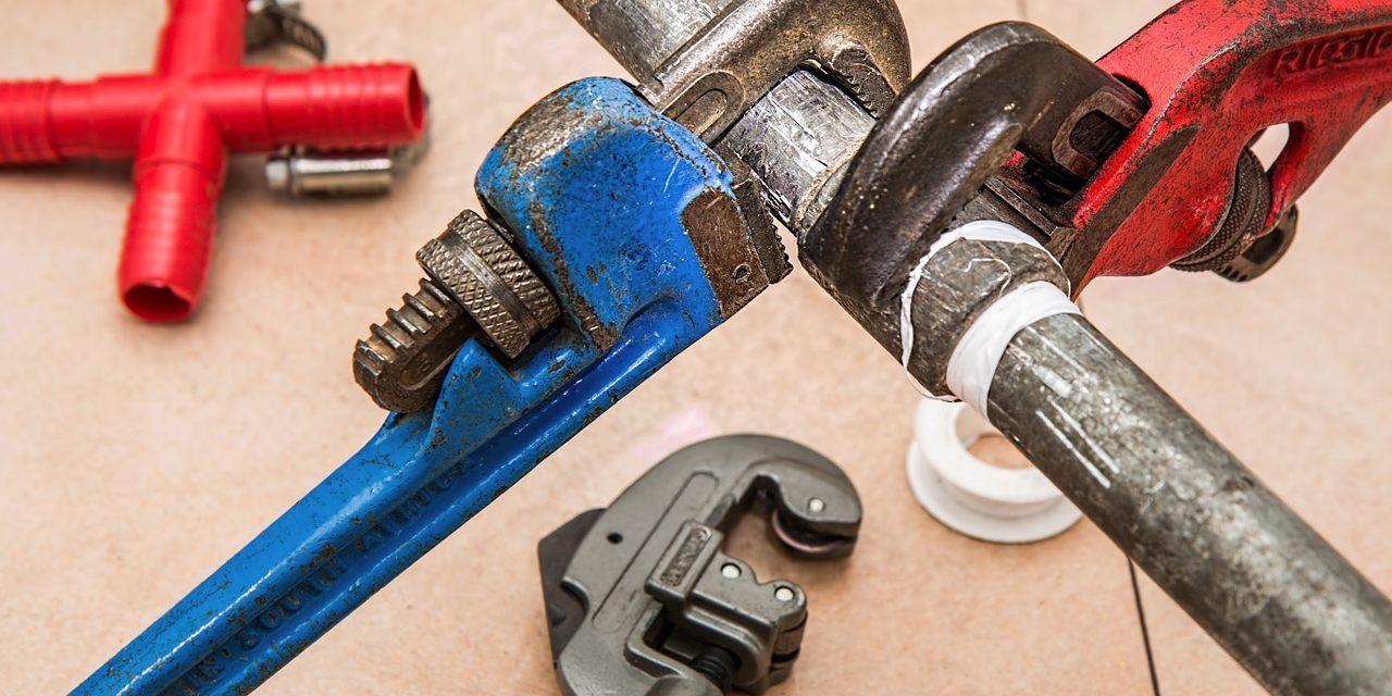 https://www.prattplumbers.com.au/wp-content/uploads/2020/02/plumbing-840835_1280-1280x640.jpg