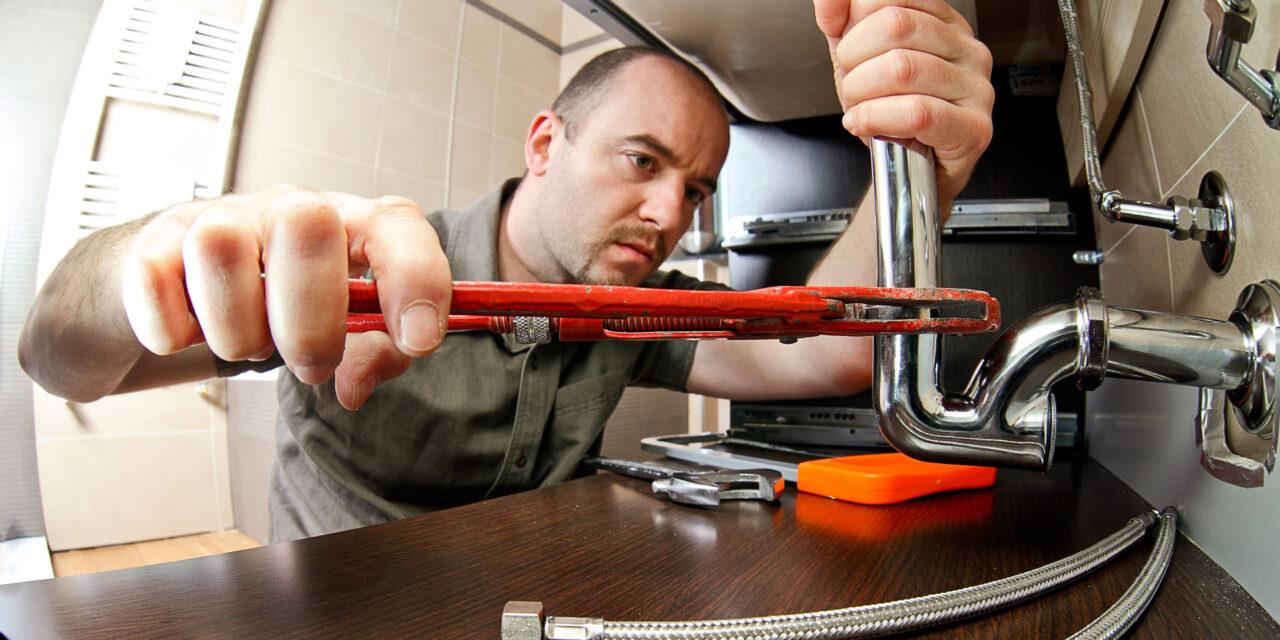 https://www.prattplumbers.com.au/wp-content/uploads/2020/10/Burst-pipe-repair-in-Perth-1280x640.jpg
